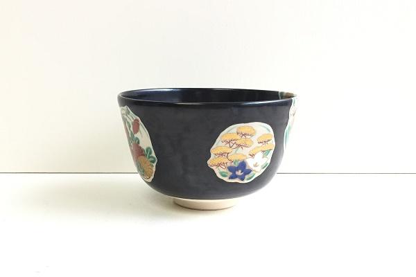 茶碗 黒地 四季草花丸紋 平安赤雲作